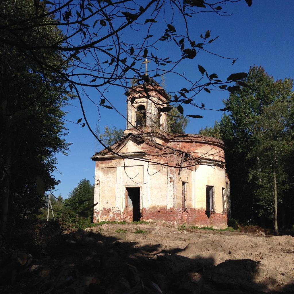 Разрушенная церковь-01